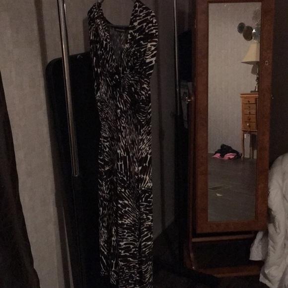 Jones Wear Dresses & Skirts - Brown, black and white sleeveless dress